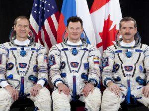 космонавты, Машберн, Романенко, Хадфилд, фото пресс-службы Роскосмоса