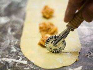 равиоли пельмени кулинария повар, фото с сайта mobilizacia.kiev.ua