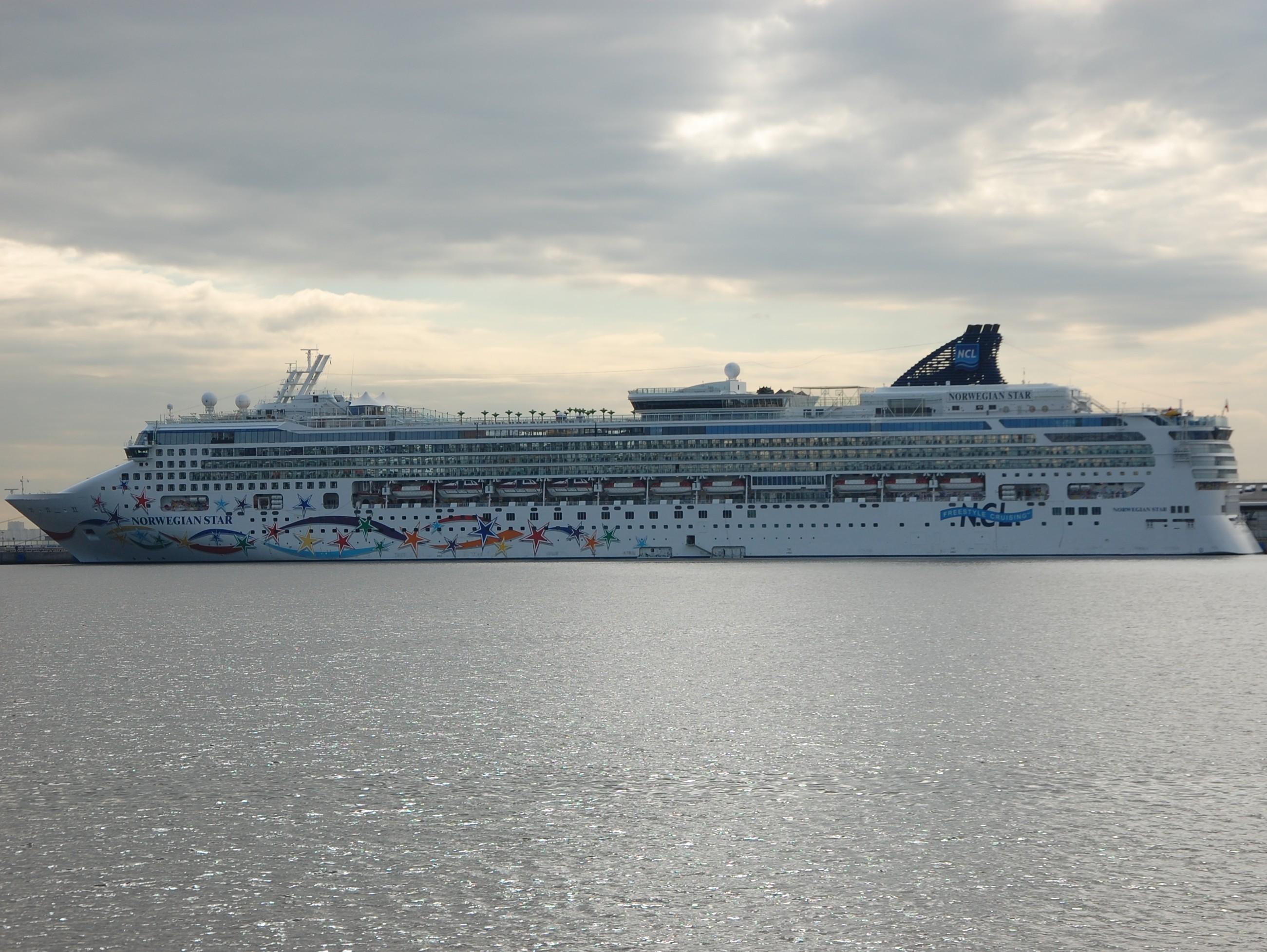 Корабль, пассажирский порт, морской фасад