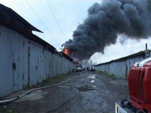 горящие гаражи пожар