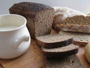 молоко и хлеб