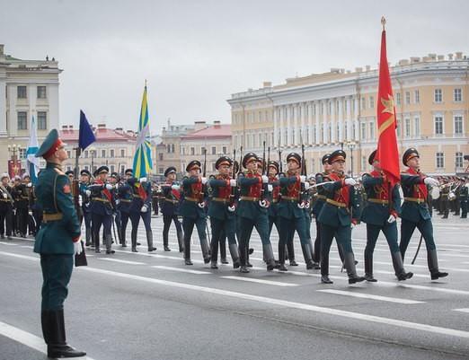 парад солдаты день победы