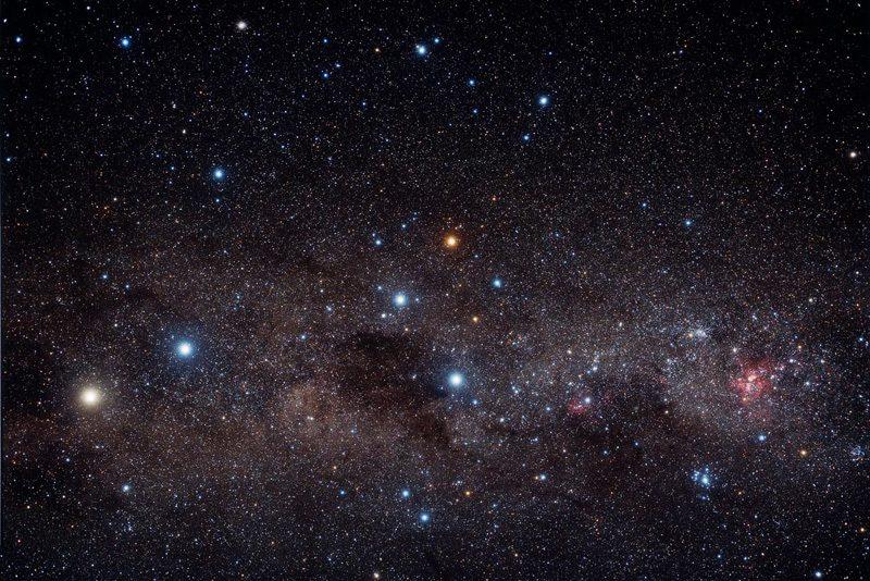 Альфа центавра слева, южный крест справа, космос звезды вселенная
