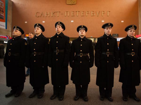 матросы, военные, московский вокзал, мощи Сергия Радонежского