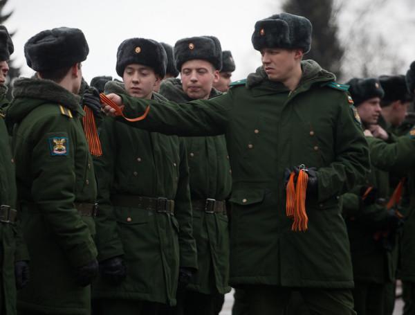 сирень победы акция солдаты георгиевские ленточки