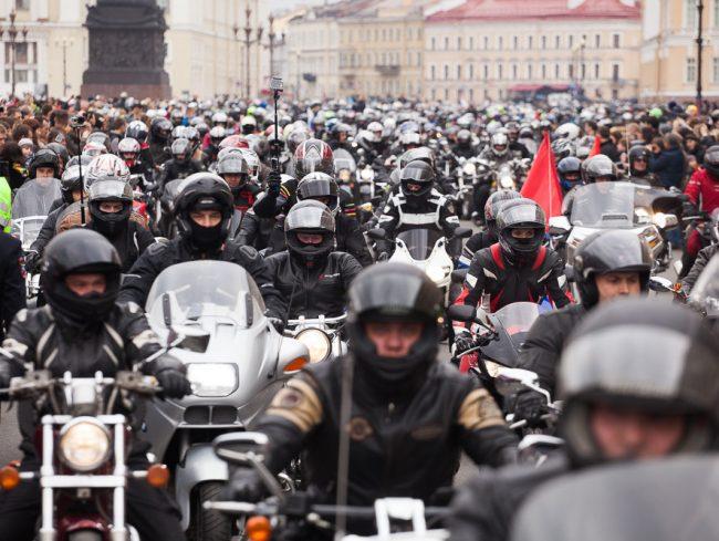 В субботу на Дворцовой площади байкеры откроют мотосезон