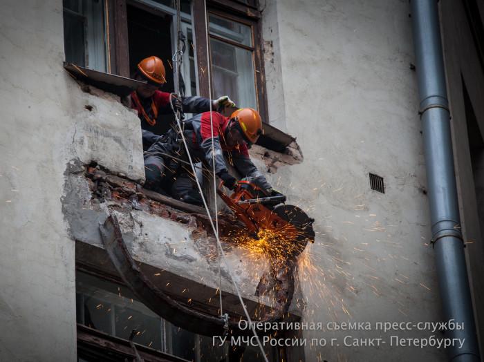 обрушение балкона на лиговском проспекте