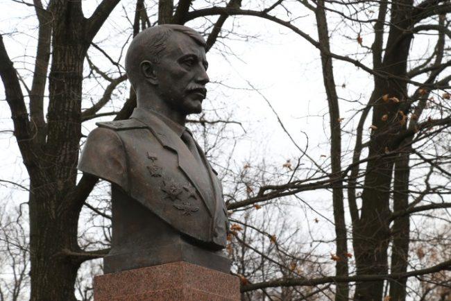 0D2K2529 памятник николаю майданову николай майданов
