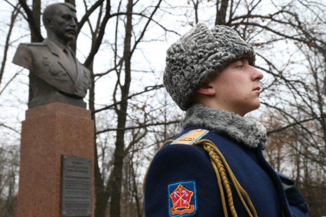 0D2K2535 памятник николаю майданову николай майданов
