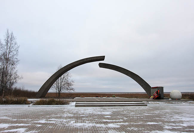 монумент разорванное кольцо ладожское озеро дорога жизни блокада ленинграа