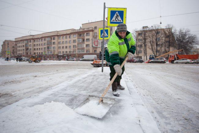 снег зима в петербурге уборка снега дворник