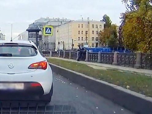 водитель бросил пешехоа инвалида в крюков канал