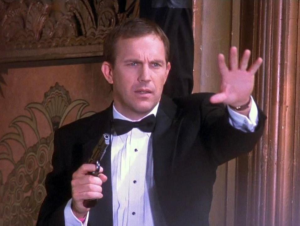 кадр из фильма «Телохранитель» (1992) / Warner Bros. / Kasdan Pictures / Tig Productions