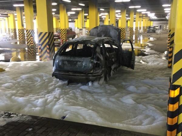пожар лента парковка автомобиль3