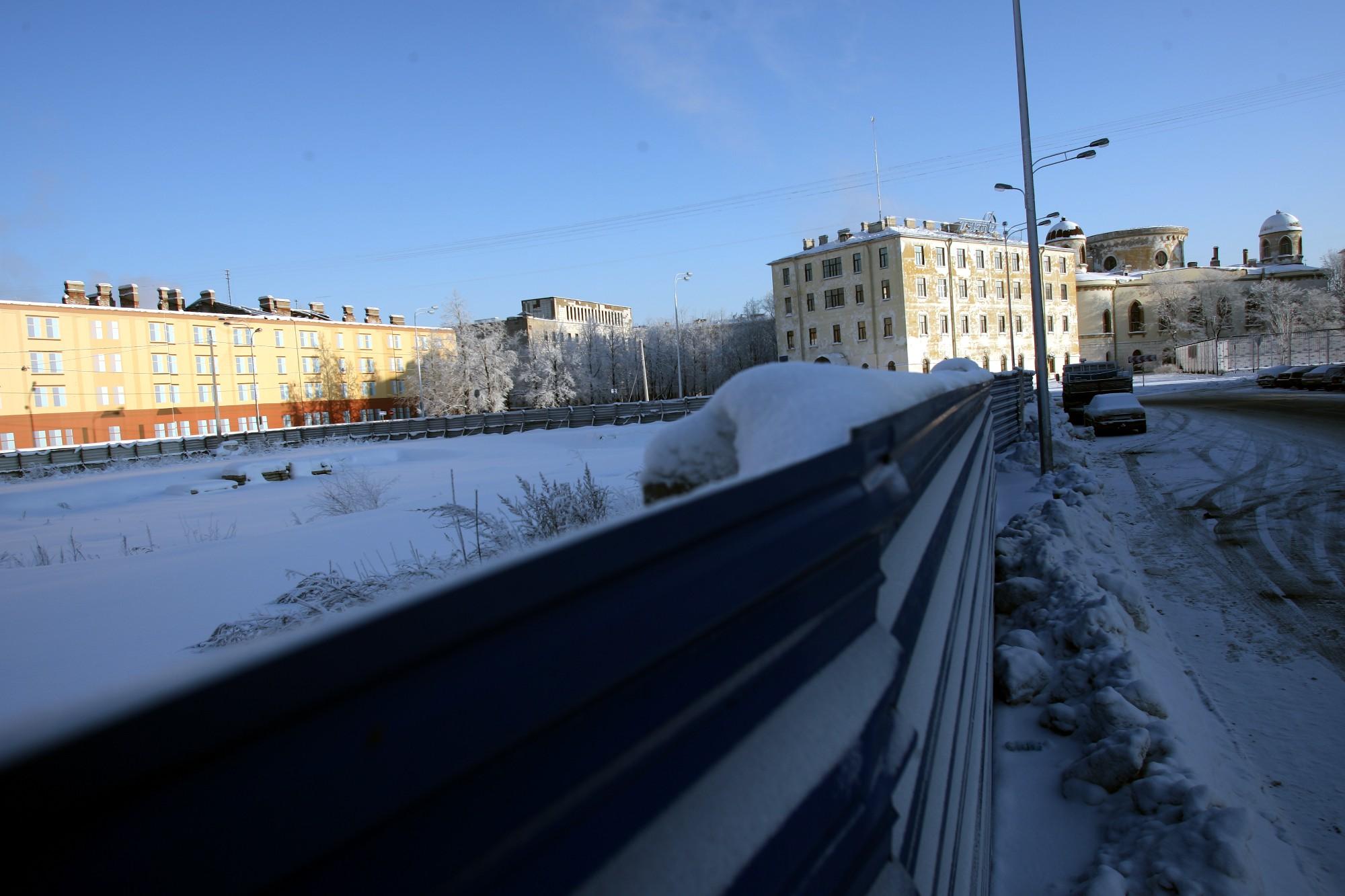 """Место бывшего кинотеатра """"Зенит"""".  Январь 2010 года. Фото: Илья Снопченко / ИА """"Диалог"""""""