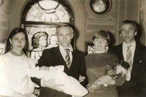 Крестины дочери Владимира Путина. Крайний справа - Сергей Ролдугин. Фото с сайта icij.org