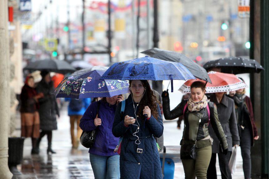 дождь погода осадки зонтики невский проспект
