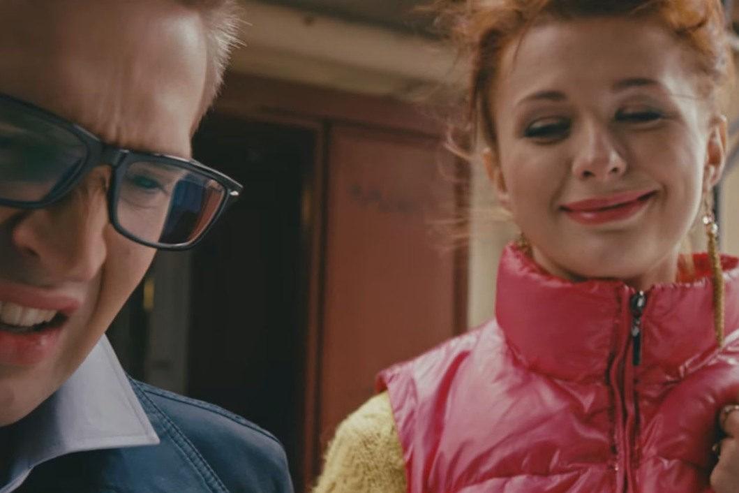 """кадр из клипа """"В Питере - пить"""""""