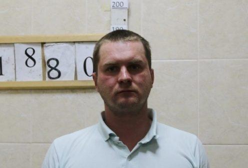 Один из задержанных на пр. Александровской фермы. Фото ГУ МВД