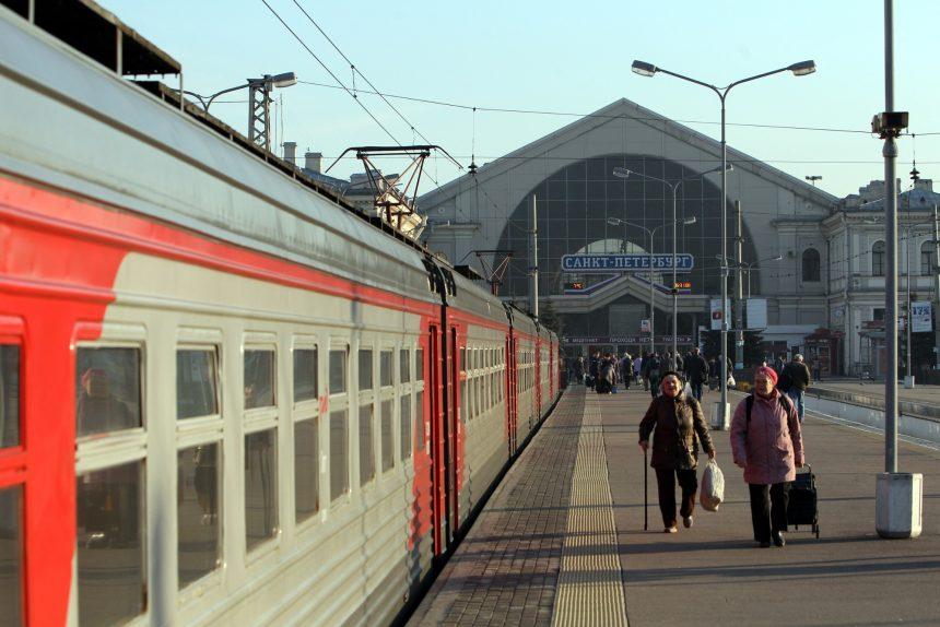 балтийский вокзал железнодорожная платформа железная дорога транспорт электричка электропоезд