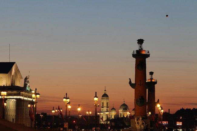 биржа стрелка васильевского острова ростральные колонны князь-владимирский собор китайский летучий фонарик