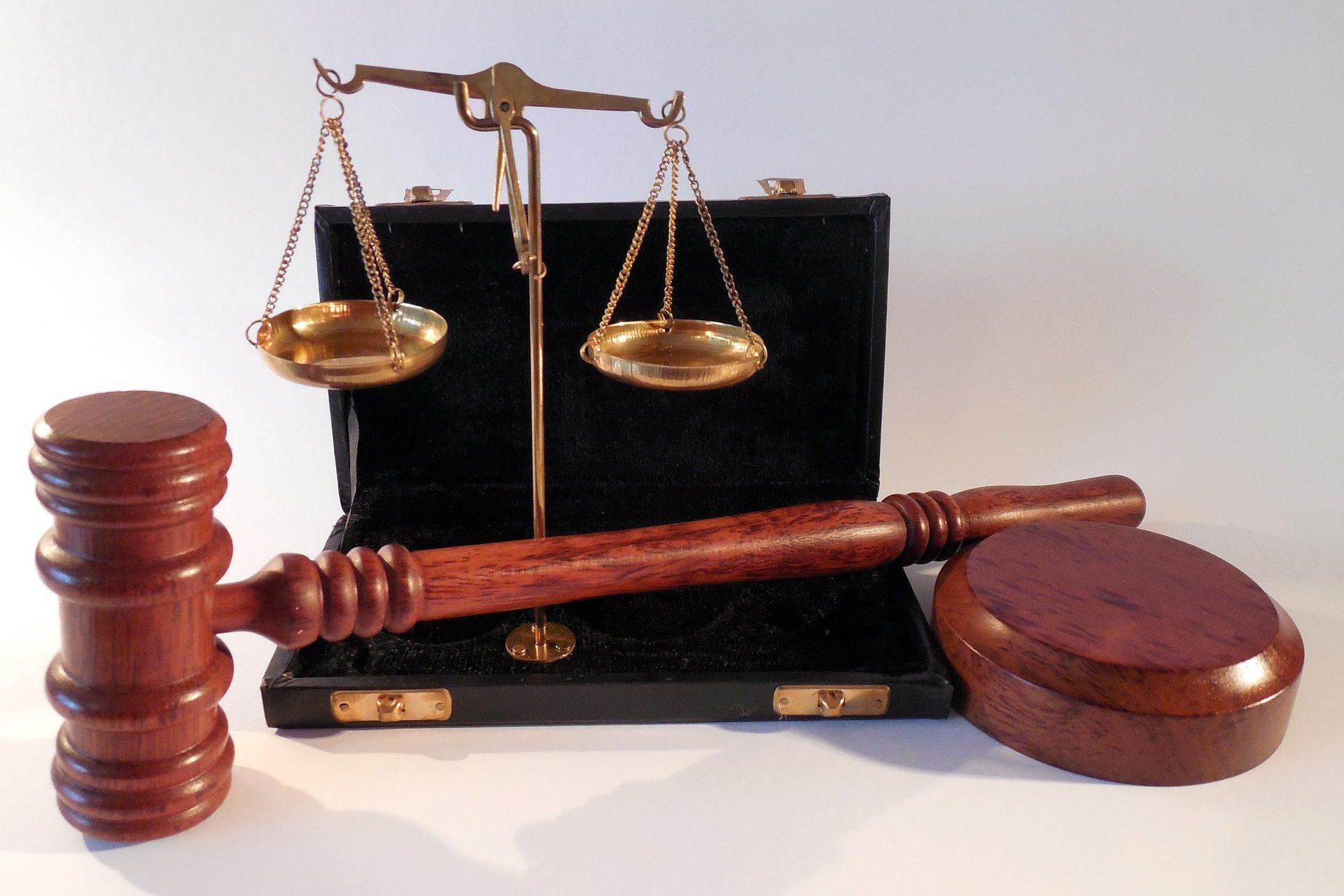 суд молоток