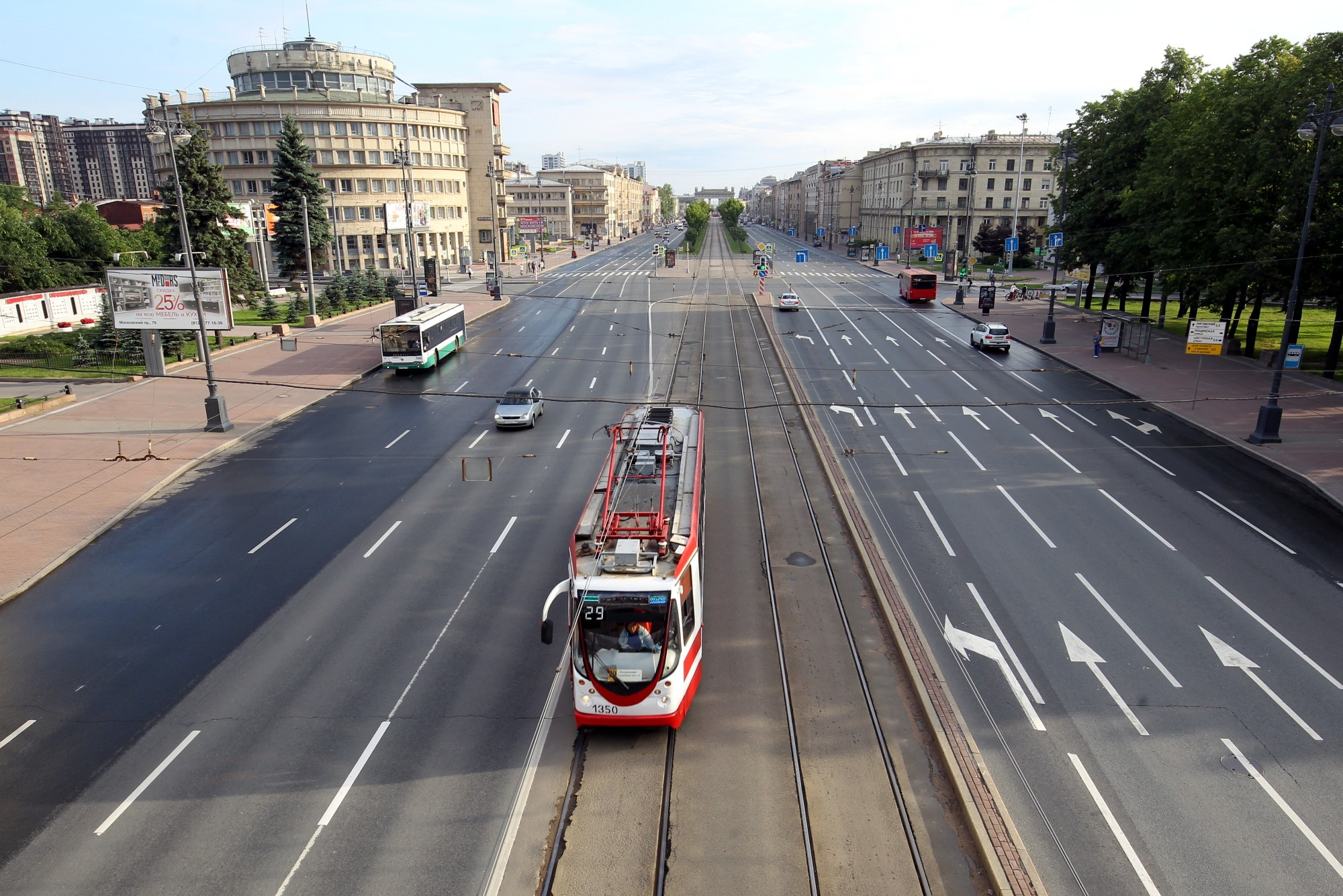 московский проспект автомобили движение трамвай здание администрации московского района