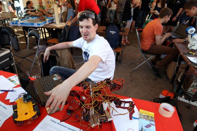 фестиваль науки и технологий geek picnic роботы