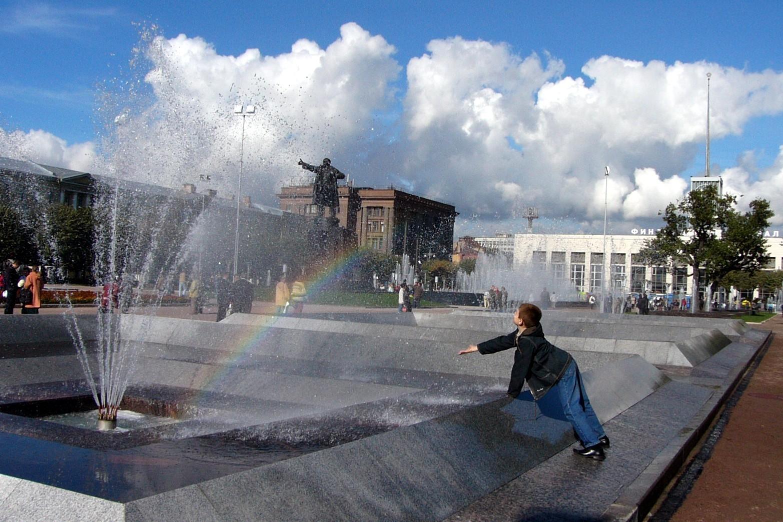 фонтаны площадь ленина финляндский вокзал дети