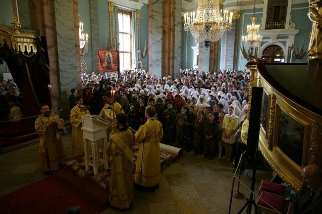 богослужение в петропавловском соборе патриарх кирилл церковь рпц