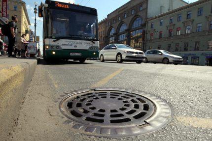 люк ливневая канализация дренажная решётка невский проспект большая конюшенная улица