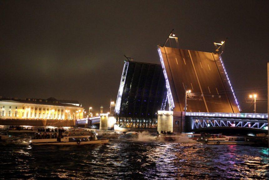 дворцовый мост разведенный навигация на неве