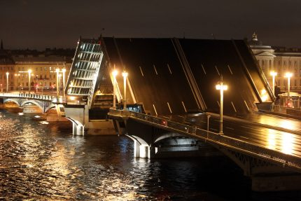 разведённый благовещенский мост