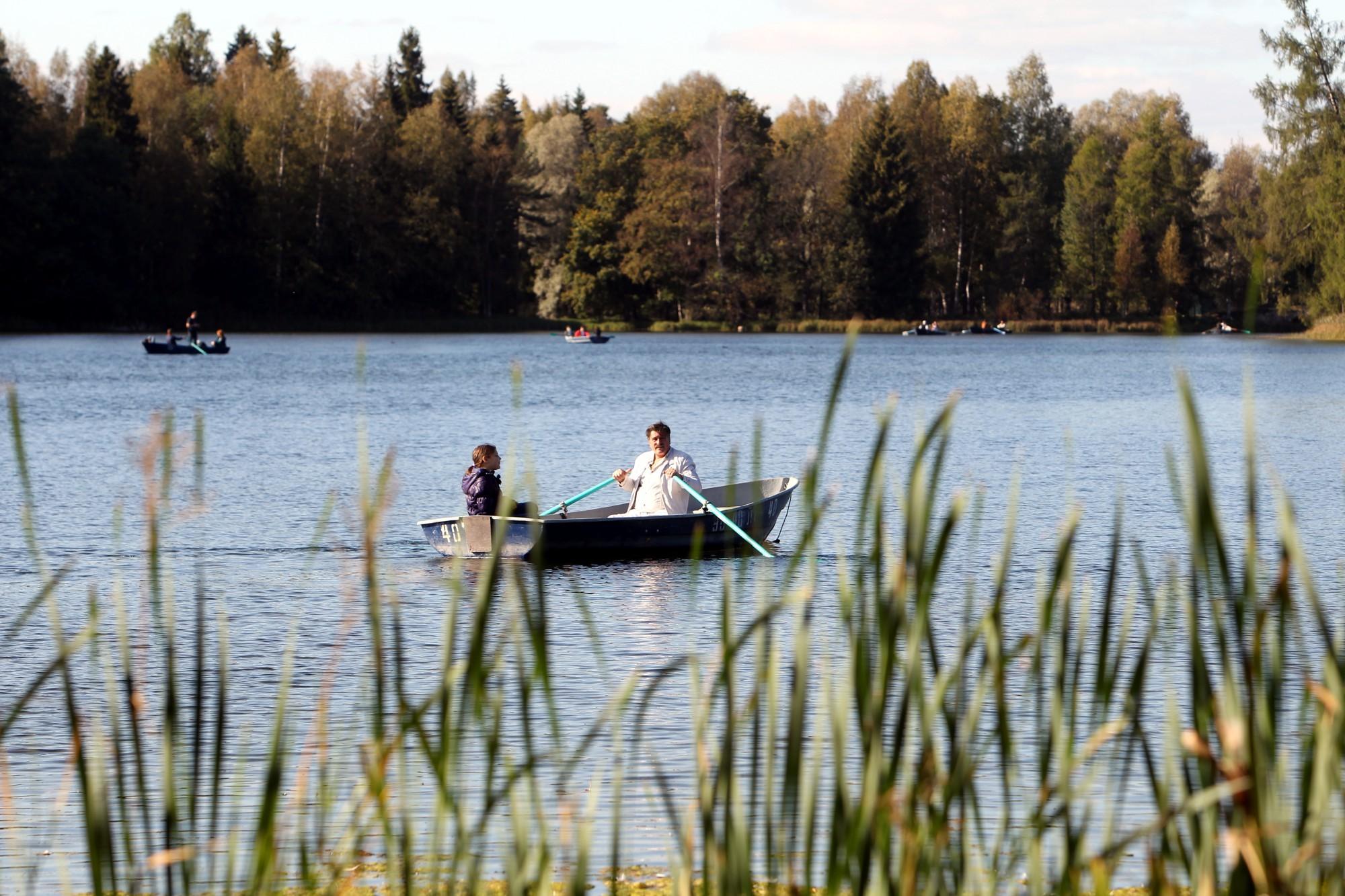 гатчинский парк белое озеро гребные лодки