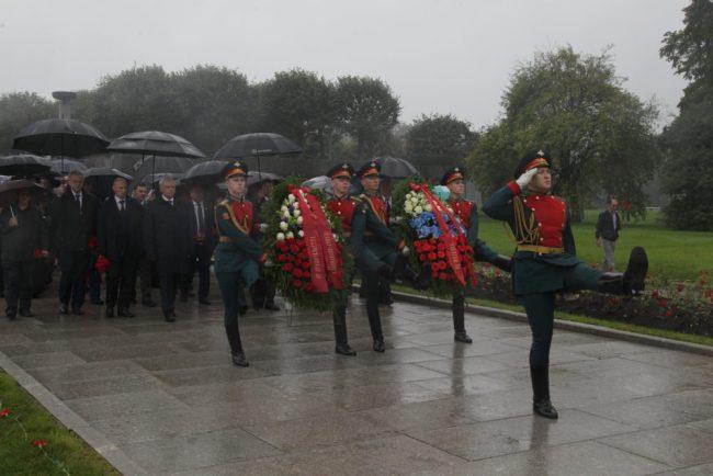 георгий полтавченко пискаревское кладбище торжественный митинг возложение цветов