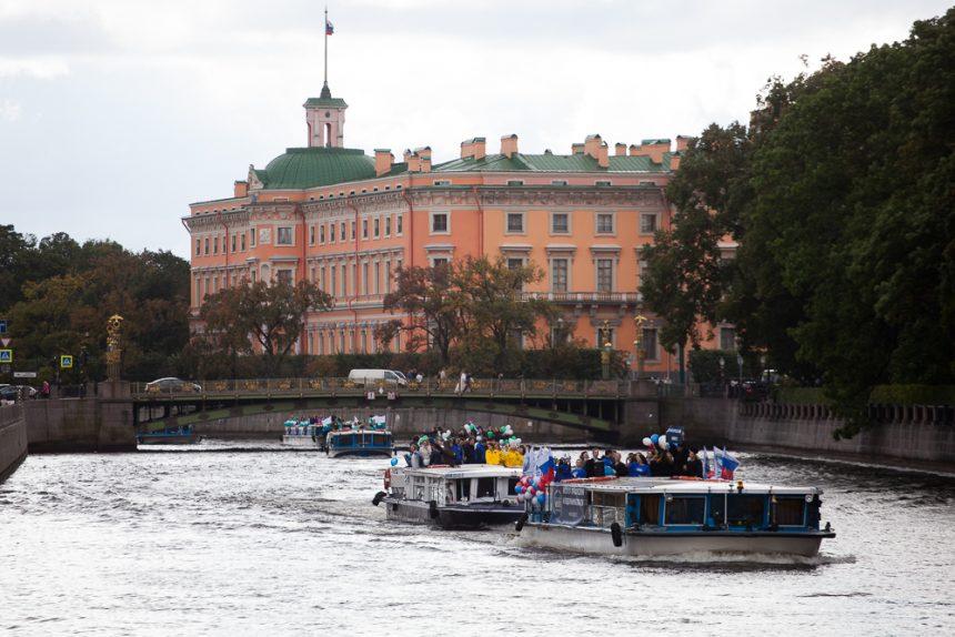 студенческий парад речные трамвайчики туризм фонтанка михайловский инженерный замок