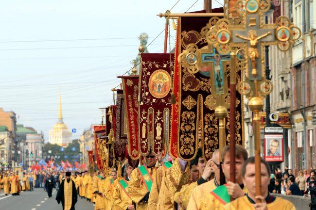 крестный ход перенос мощей александра невского невский проспект