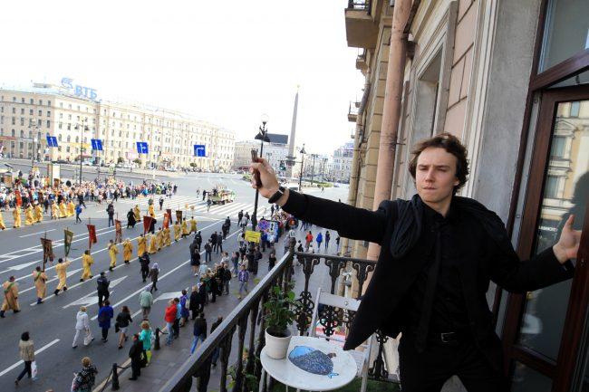 крестный ход перенос мощей александра невского невский проспект площадь восстания