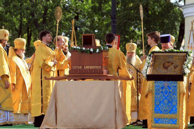 крестный ход перенос мощей александра невского митрополит варсонофий православие