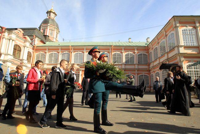 крестный ход перенос мощей александра невского почётный караул православие