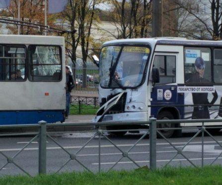 ДТП и ЧП, проспект Королева, маршрутка и троллейбус.jpg