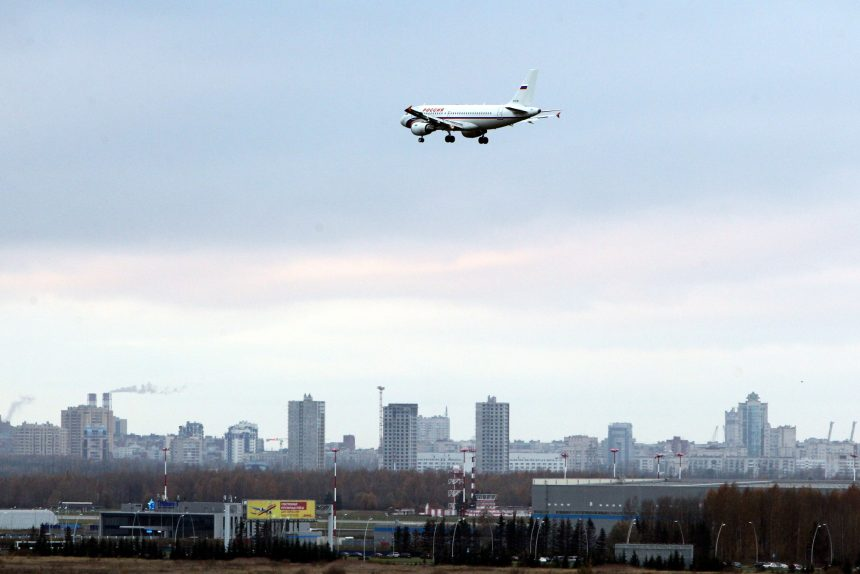 посадка самолёта в аэропорту Пулково авиакомпания Россия