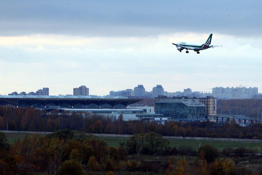 посадка самолёта в аэропорту Пулково авиакомпания Alitalia