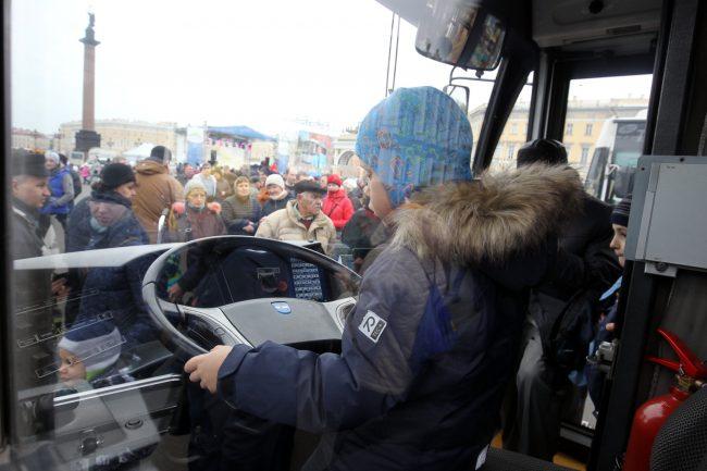 празднование 80-летия троллейбуса горэлектротранс дворцовая площадь электробус бкм-420