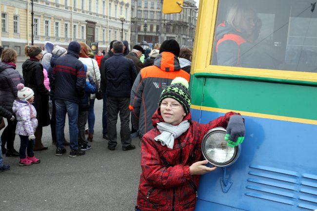 празднование 80-летия троллейбуса горэлектротранс дворцовая площадь ретро-троллейбус ятб-1