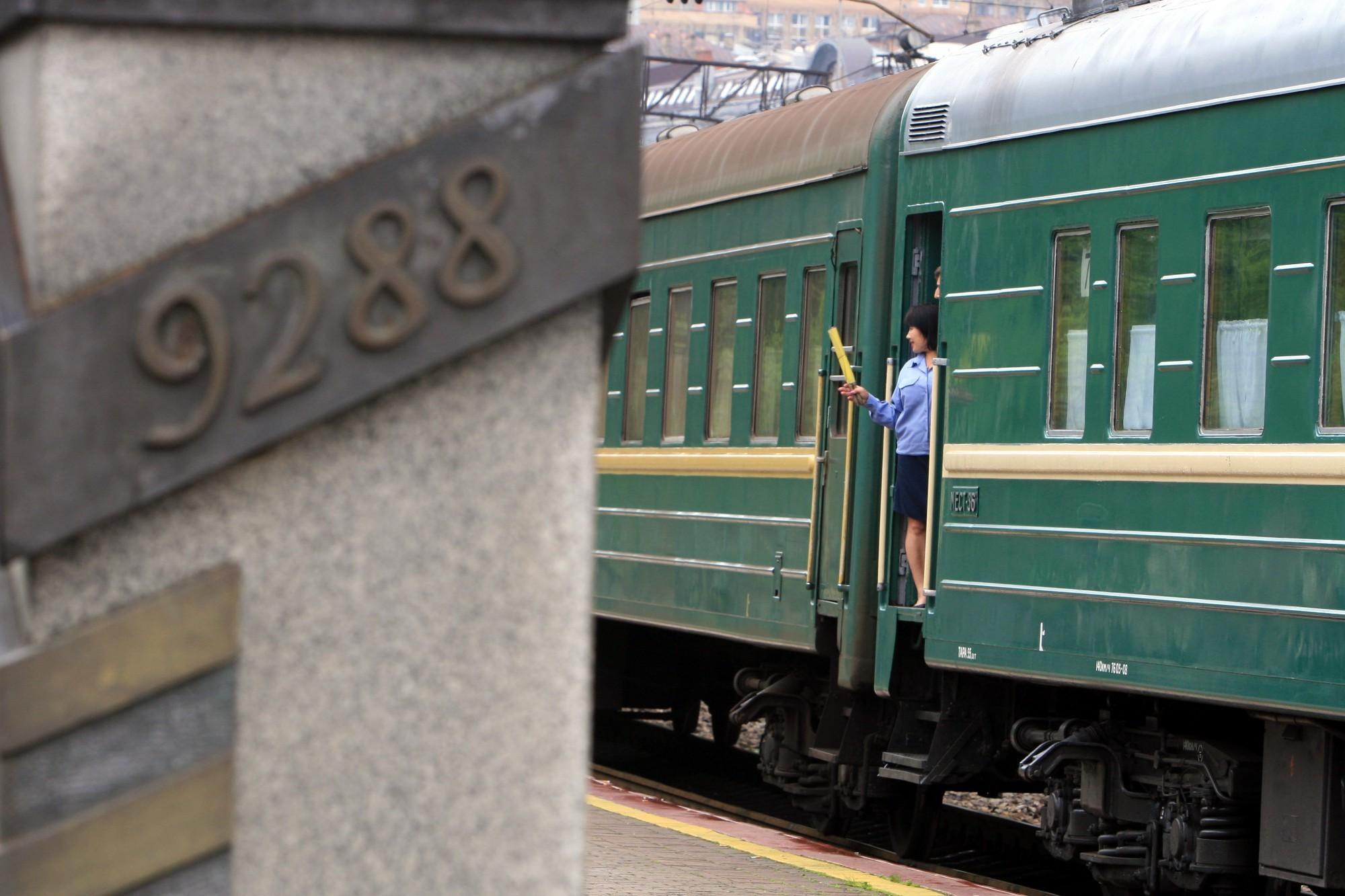 железнодорожный вокзал владивостока транссибирская магистраль 9288 километров пассажирский поезд проводник железная дорога
