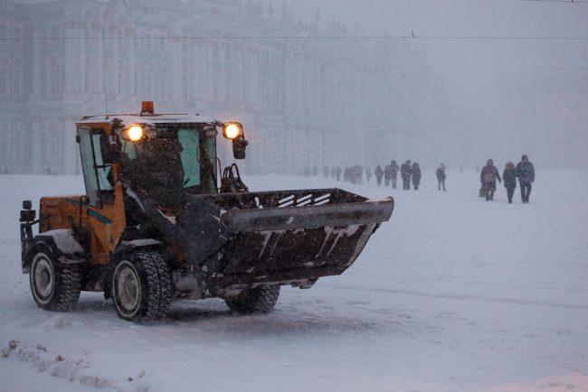снег снегопад зима в Петербурге сугробы уборка снега снегоуборочная тенхника