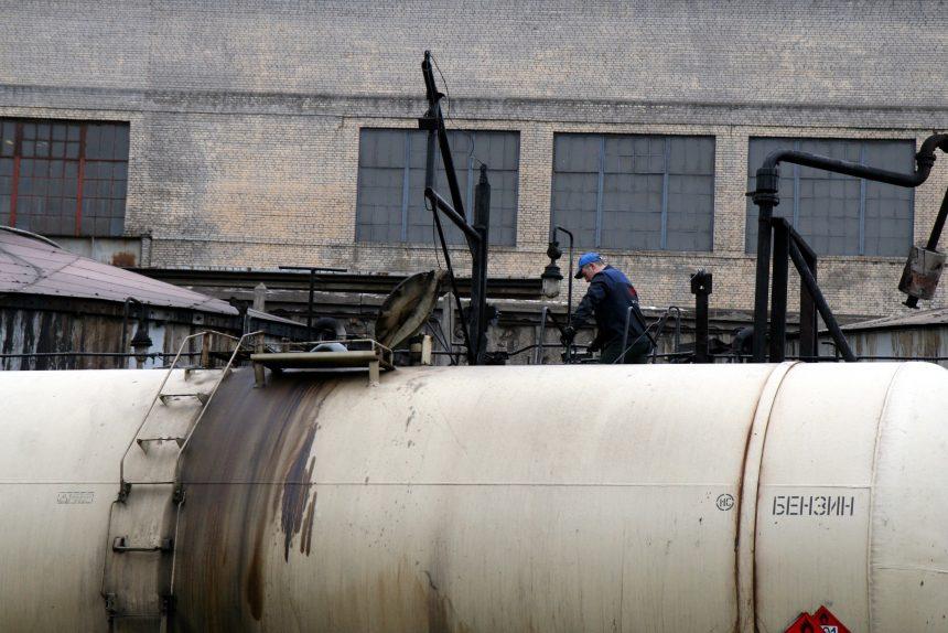 бензин горючее топливо железнодорожный вагон цистерна