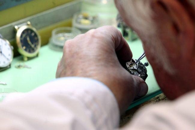 петергофский часовой завод ракета наручные часы производство промышленность рабочие механизм