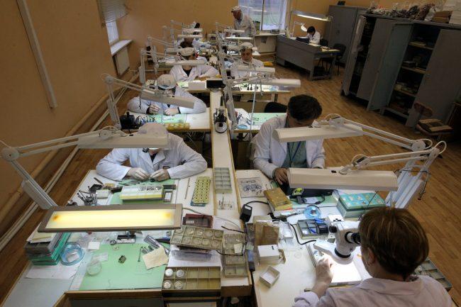 петергофский часовой завод ракета наручные часы производство промышленность рабочие